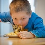 Bimbi a tavola: come educare i bambini ad apprezzare il cibo